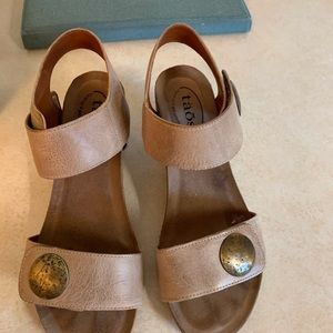 Naot wedges size 8 1/2